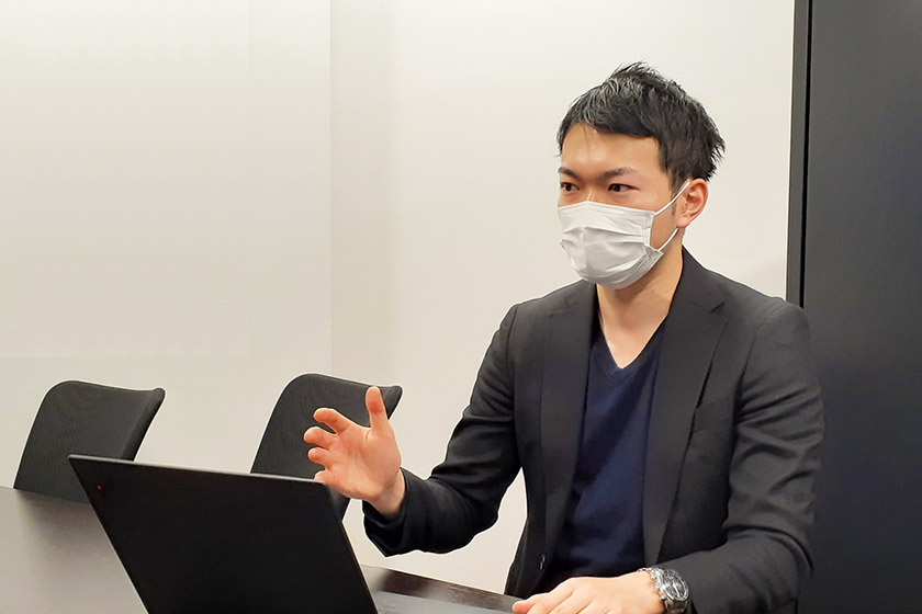 mentors(メンターズ)小宇佐さんへの取材の様子